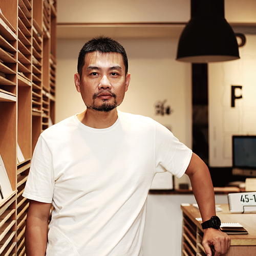 "<span style=""font-size:17px;color:#ffffff;"">王慶富</span>"